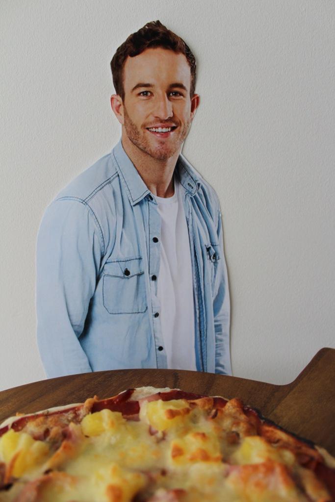 ham-webb-pineapple-pizza-1